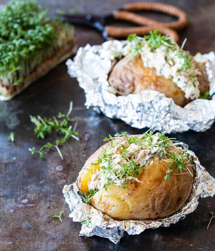 Gepofte aardappel met makreelsalade