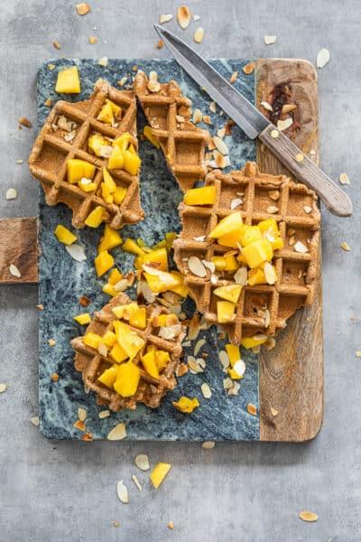 Glutenvrije wafels met mango en amandel