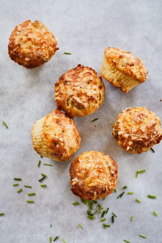 hartige muffins met kip en erwtjes