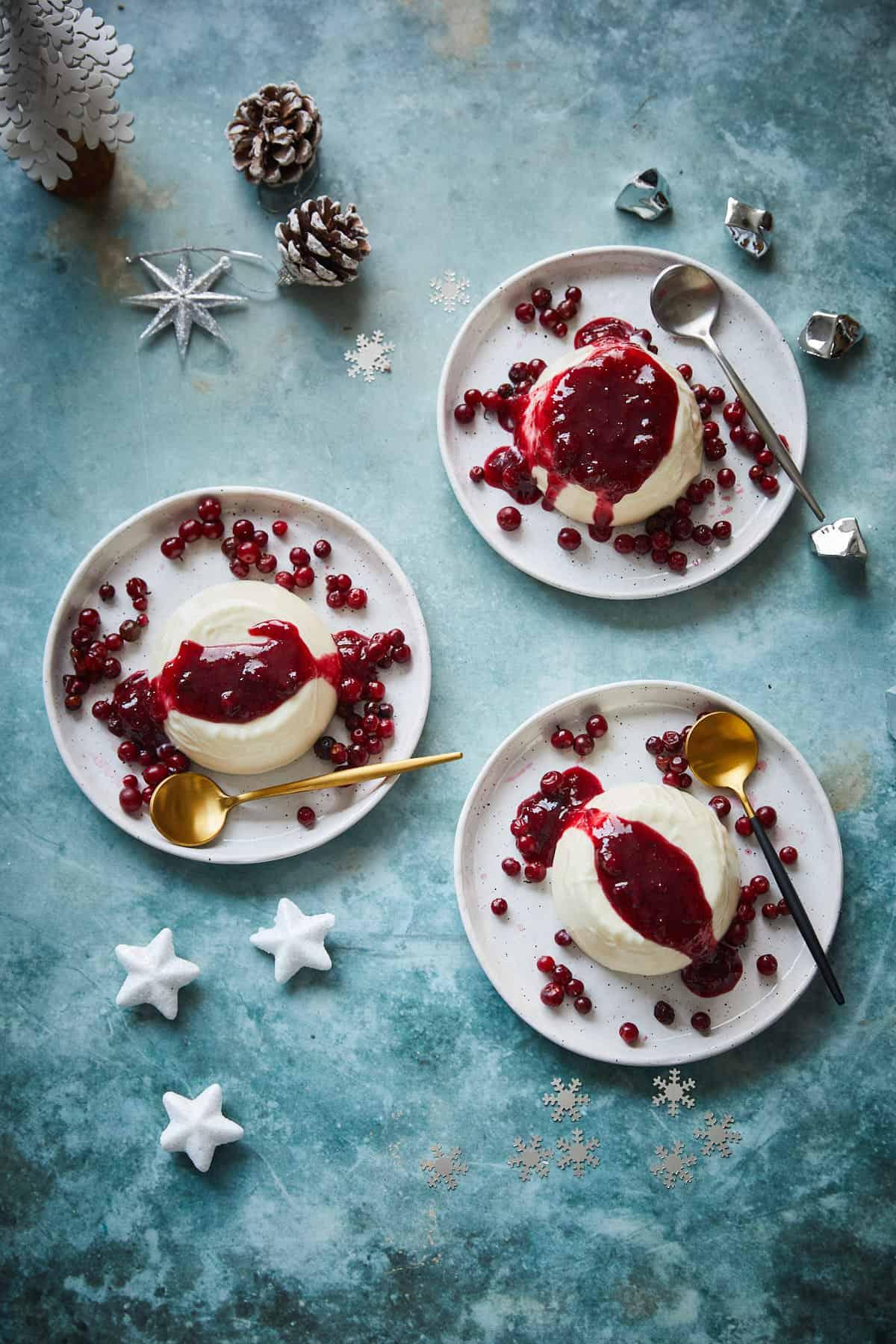 Pannacotta met cranberrysaus