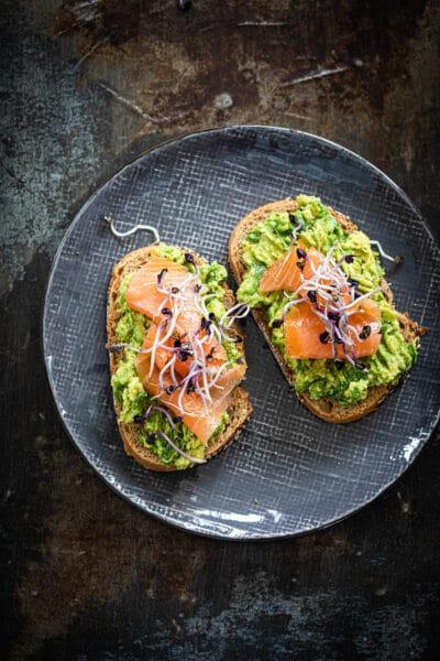Sandwich avocado en zalm