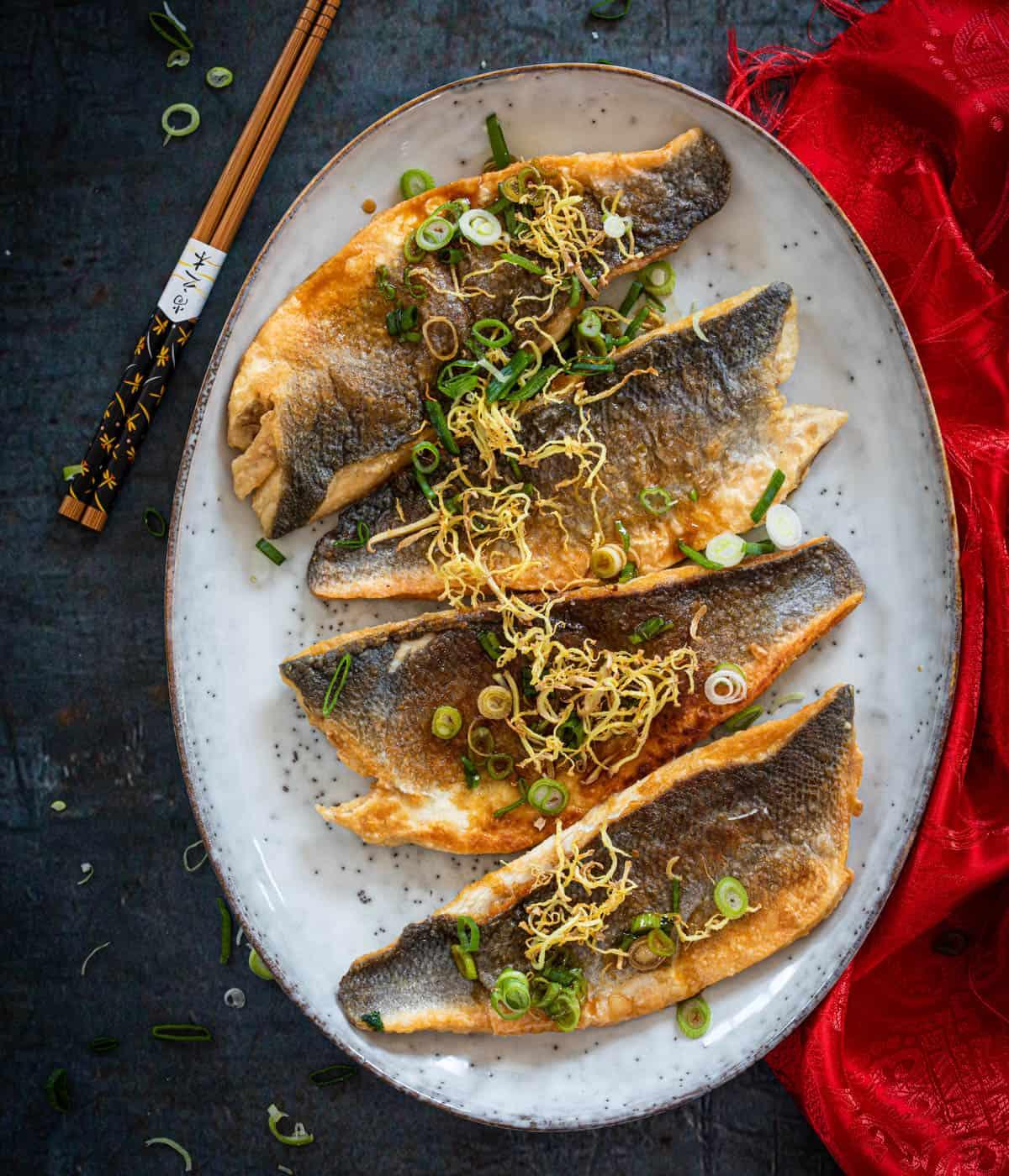 Vis met knapperige gember