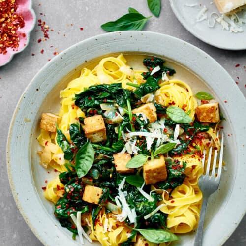 Tagliatelle met tofu en spinazie