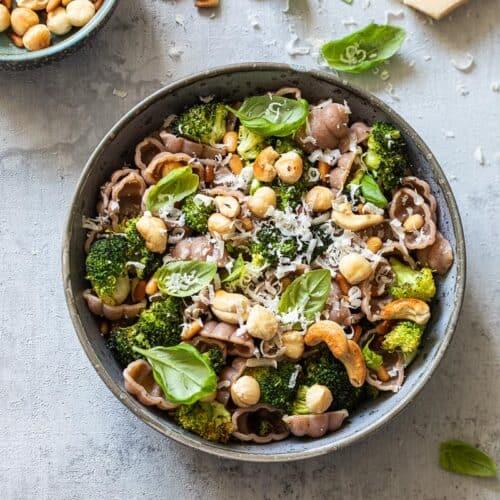 pasta met broccoli en noten