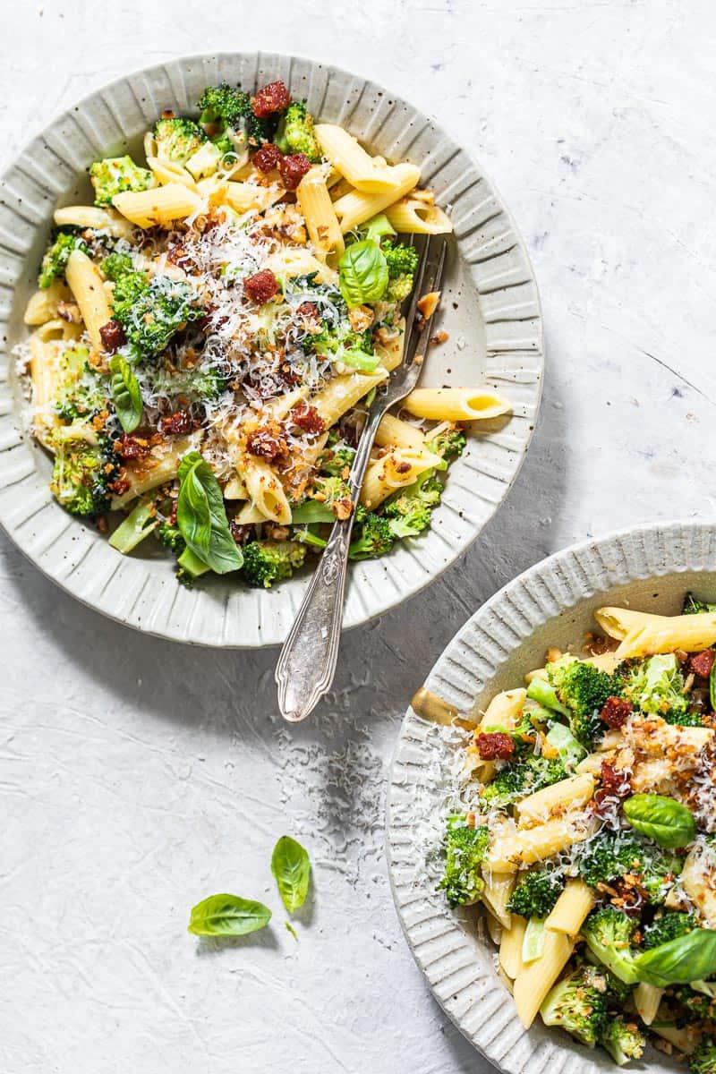 Penne met broccoli en chorizo-notenkruim