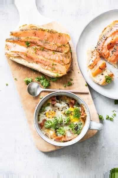 Ontbijt uit de Airfryer: oeuf en cocotte met toast en gerookte zalm
